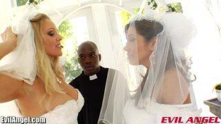pareja lesbiana se van a casar y termina follado por el cura